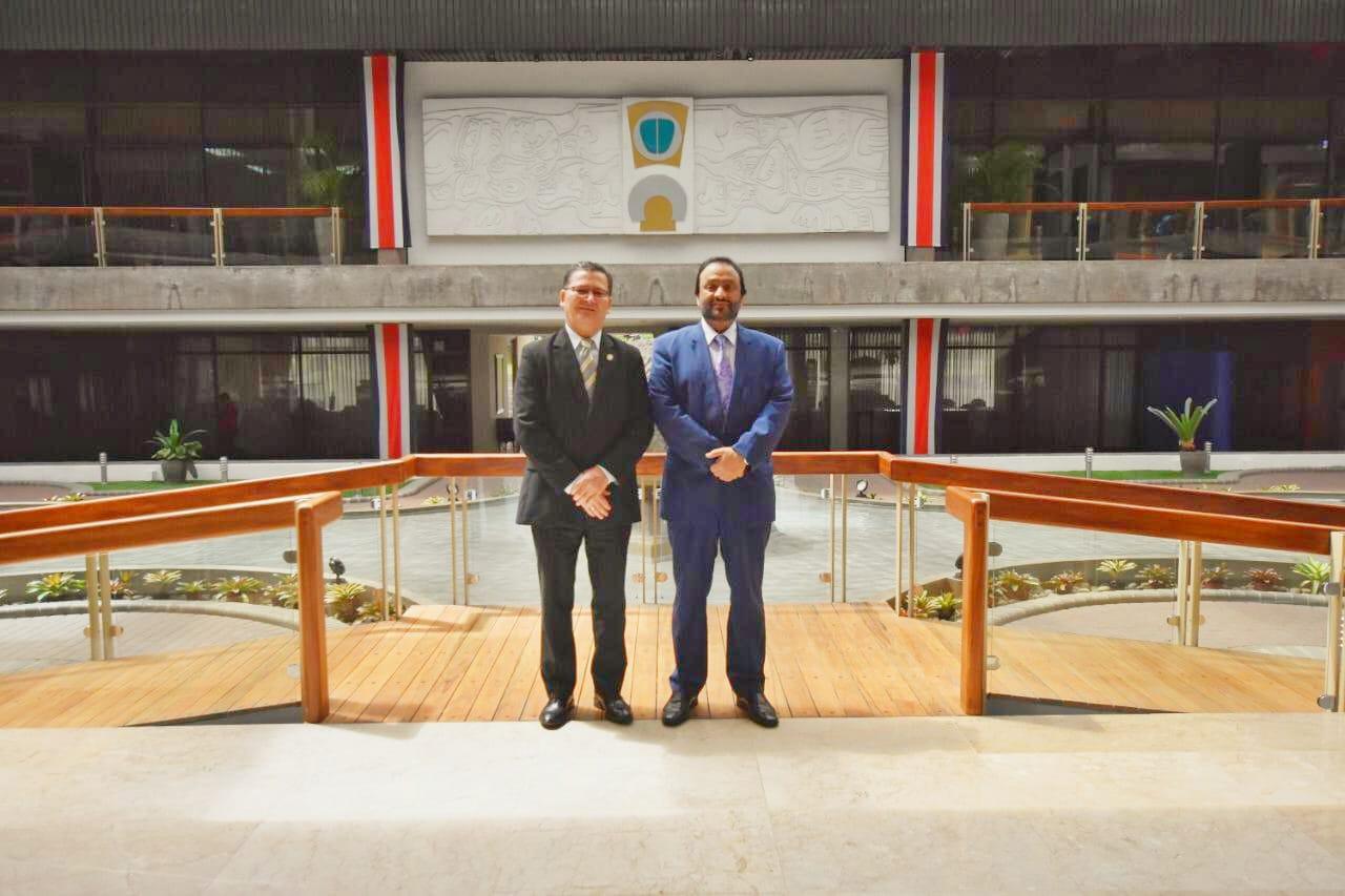 النائب الثاني لرئيس جمهورية كوستاريكا يجتمع مع سفير دولة قطر