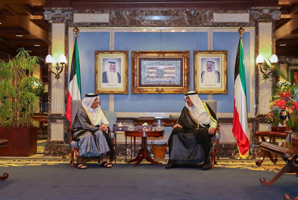 سمو الأمير يبعث برسالة إلى أمير الكويت
