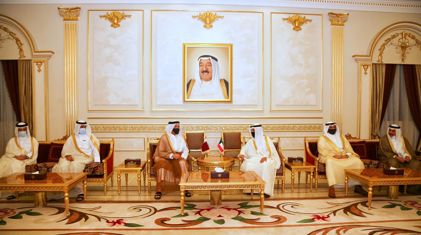نائب رئيس مجلس الوزراء وزير الخارجية يجتمع مع وزير الخارجية الكويتي