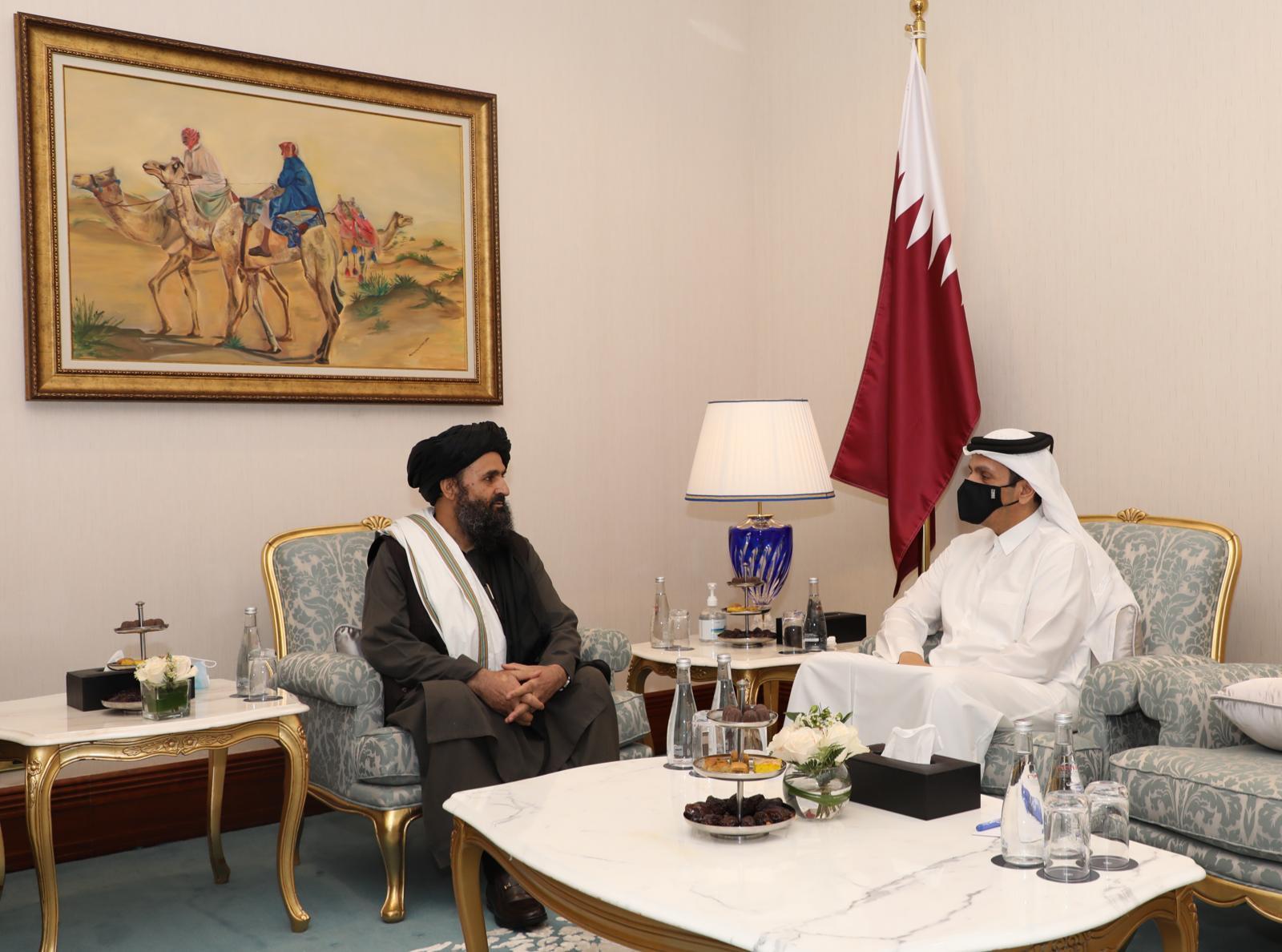 نائب رئيس مجلس الوزراء وزير الخارجية يجتمع مع رئيس المكتب السياسي لطالبان الأفغانية