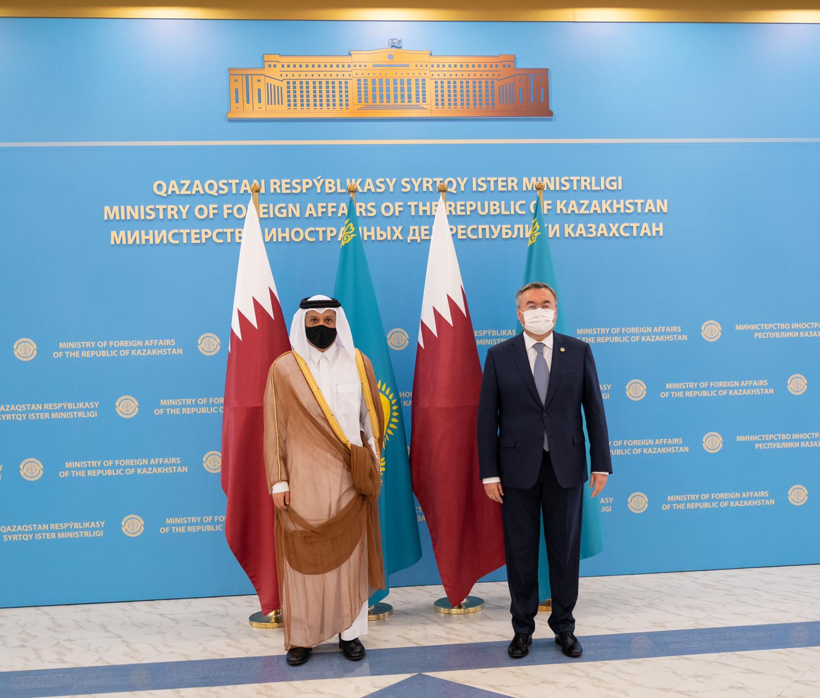 نائب رئيس مجلس الوزراء وزير الخارجية يجتمع مع وزير الخارجية في كازاخستان
