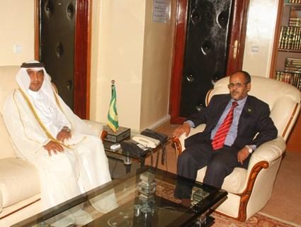 وزير الشؤون الإسلامية والتعليم الأصلي الموريتاني يستقبل سفيرنا