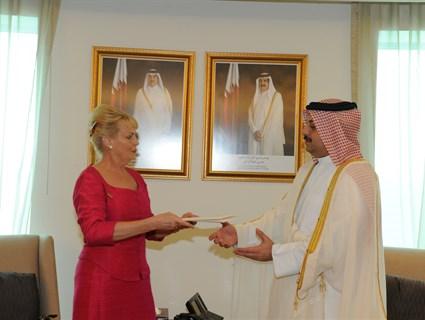 وزير الخارجية يتسلم نسخة من أوراق اعتماد سفيرة السويد
