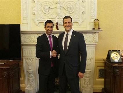سفير دولة قطر لدى المملكة المتحدة يستقبل الوزير الإسكتلندي للتنمية الدولية