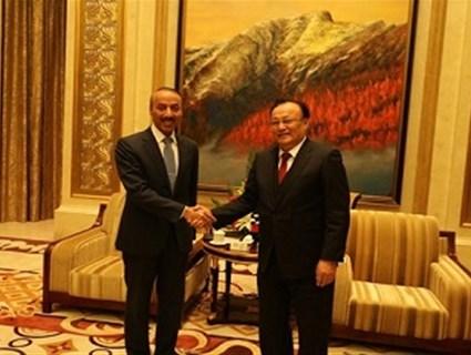 مسؤولان صينيان يلتقيان سفير قطر