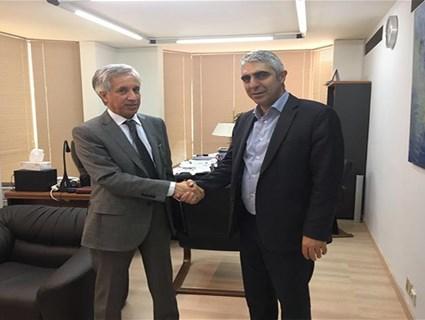Greek Official Meets Qatari Ambassador