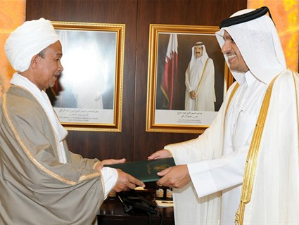 HE Foreign Minister Receives Copies of Credentials of New Ambassador