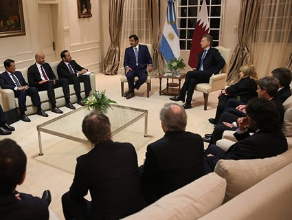 HH the Emir Holds Session of Talks with Argentinian President