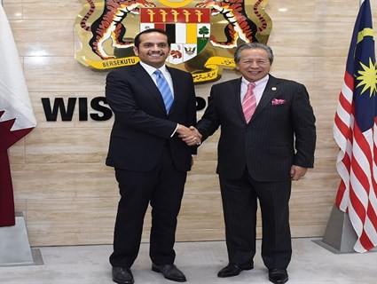 Minister of Foreign Affairs Meets Malaysian Counterpart